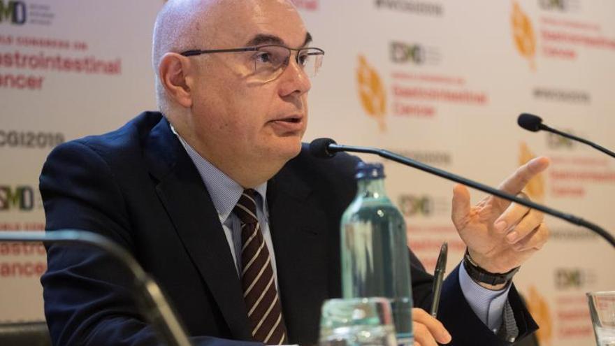 El presidente de la Sociedad Europea de Medicina Oncológica y director del Instituto de Oncología del Hospital Vall d'Hebron, Josep Tabernero, en una intervención pública.