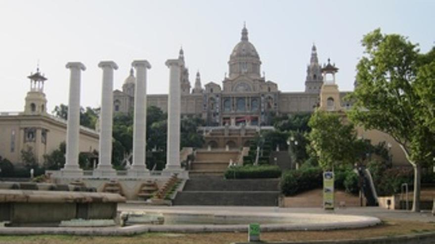 Quatre Columnes/Cuatro Columnas Frente Al Museu Nacional D'art De Catalunya MNAC
