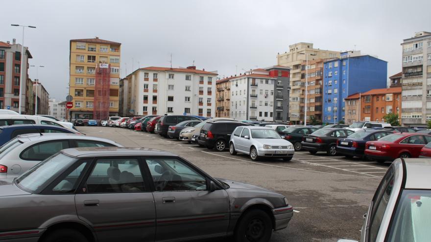 El aparcamiento de la antigua prisión de la Calle Alta, lleno desde primera hora