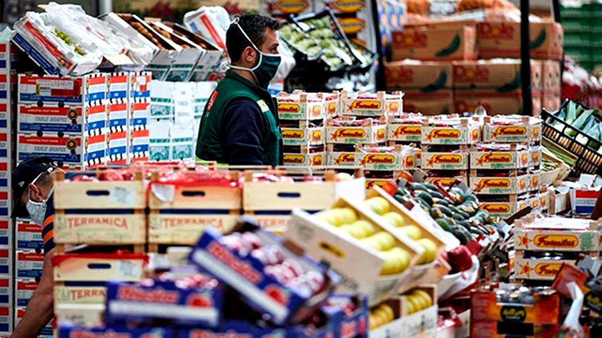 Trabajador de supermercado durante la pandemia