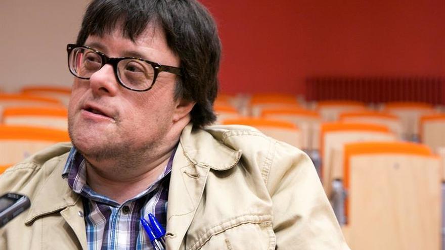 El español Pablo Pineda pide leyes integradoras al recibir un homenaje en Argentina