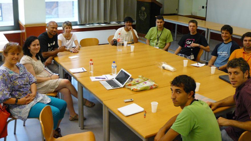 Expertos de KDE y de las universidades vascas debaten en la Escuela de ingenieros de Bilbao. /G. A.