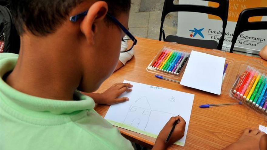 El programa 'CaixaProinfancia' ha facilitado más de 1.000 kits básicos de material escolar / Obra Social la Caixa