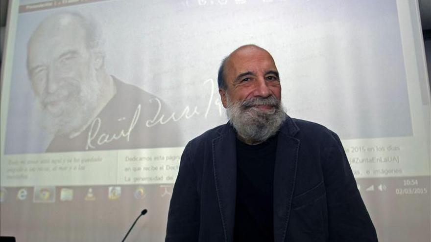 """El poeta Raúl Zurita asegura que """"la ideología sirve para no olvidar que somos seres humanos"""""""