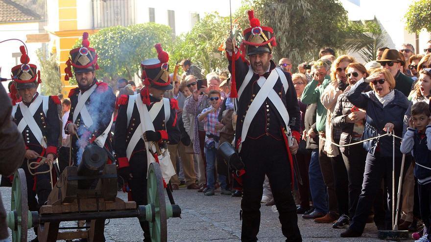 Tropas napoleónicas en la recreación de su entrada en El Bosque (Cádiz). | JUAN MIGUEL BAQUERO