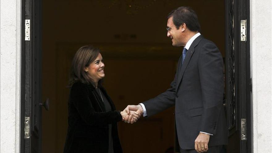 La vicepresidenta ve positiva la bajada del desempleo pero alerta de que hay que seguir