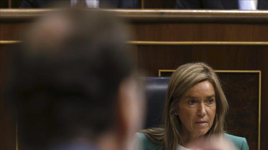Mariano Rajoy y Ana Mato, este miércoles en la sesión de control. / Efe