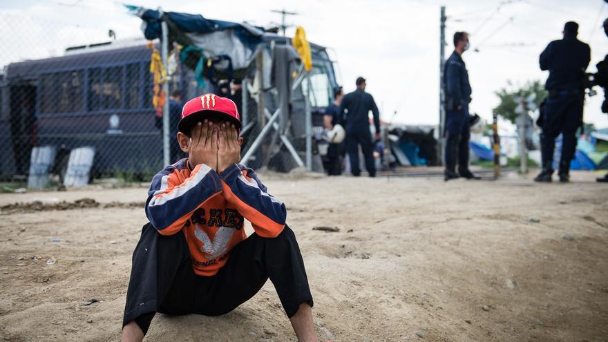 Grecia comienza el desalojo forzoso del campo de refugiados de Idomeni de madrugada