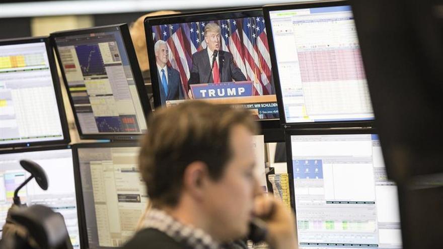 El DAX 30 de Fráncfort baja un 2,9 % hasta 10.179 puntos tras la victoria de Trump