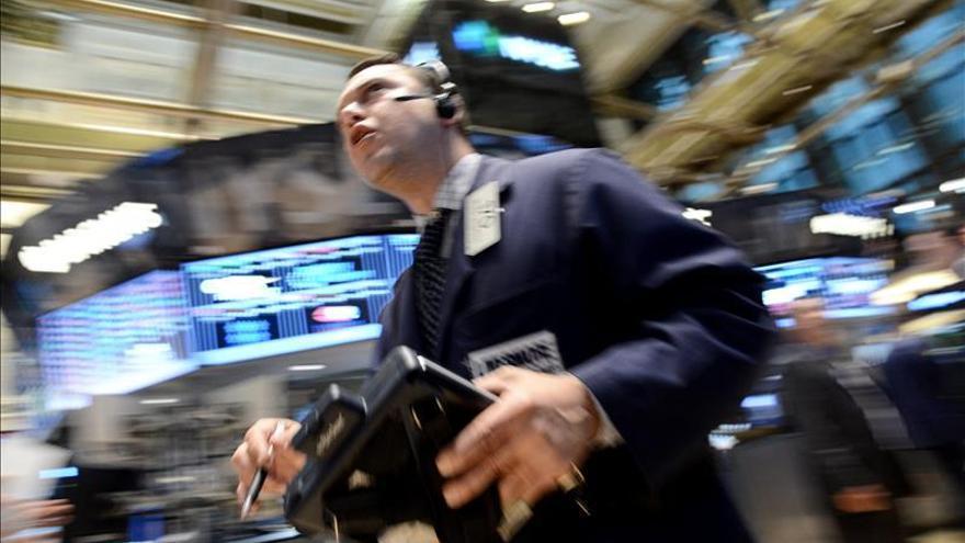 Wall Street abre con fuertes pérdidas y el Dow Jones cae un 1,23 por ciento
