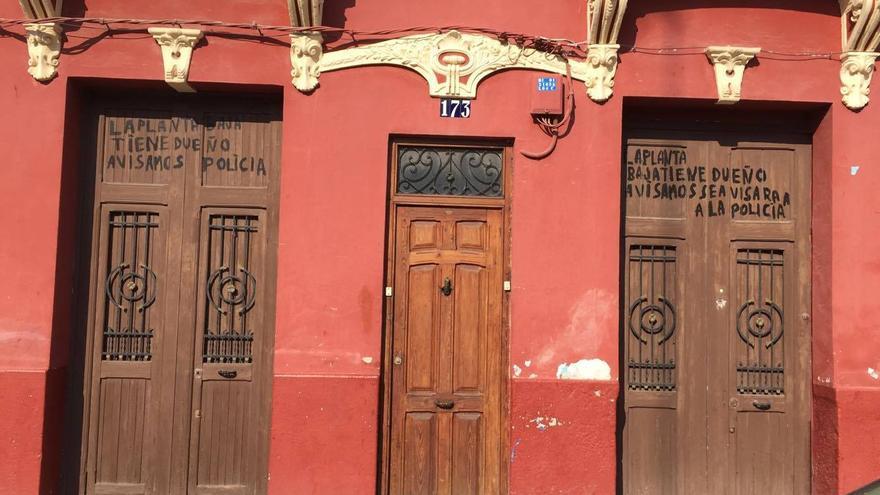 Un vecino avisa que, ante posibles ocupaciones, llaman a la Policía