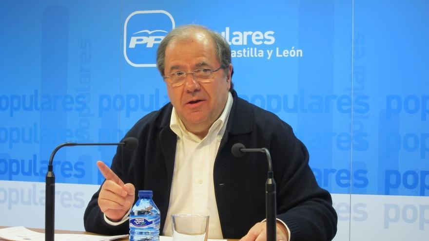 """Herrera diría a Rajoy """"mírate al espejo"""" para decidir si se vuelve a presentar y defiende la renovación generacional"""