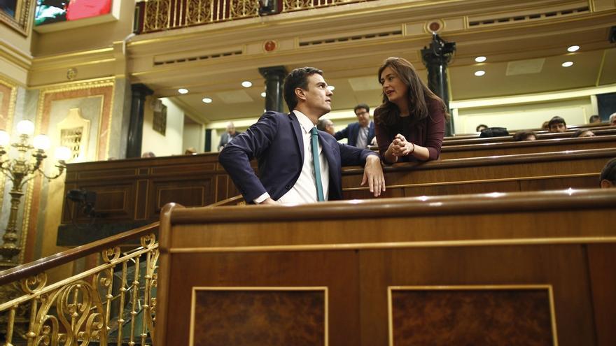 El presidente del Gobierno, Pedro Sánchez, y la ministra de Sanidad, Carmen Montón, en una imagen de archivo.