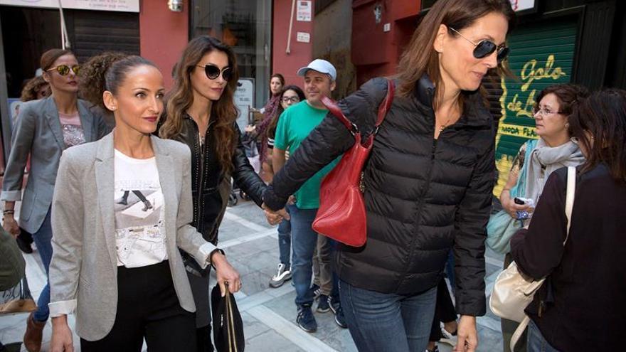 Antonio Banderas asiste a una misa para dar el último adiós a su madre