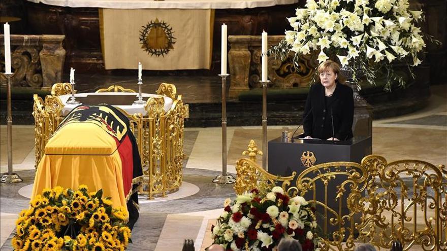 Alemania da su último adiós al excanciller Schmidt en un funeral de Estado