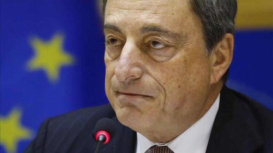 """Draghi asegura que el BCE tomará medidas adicionales """"si fuera necesario"""""""