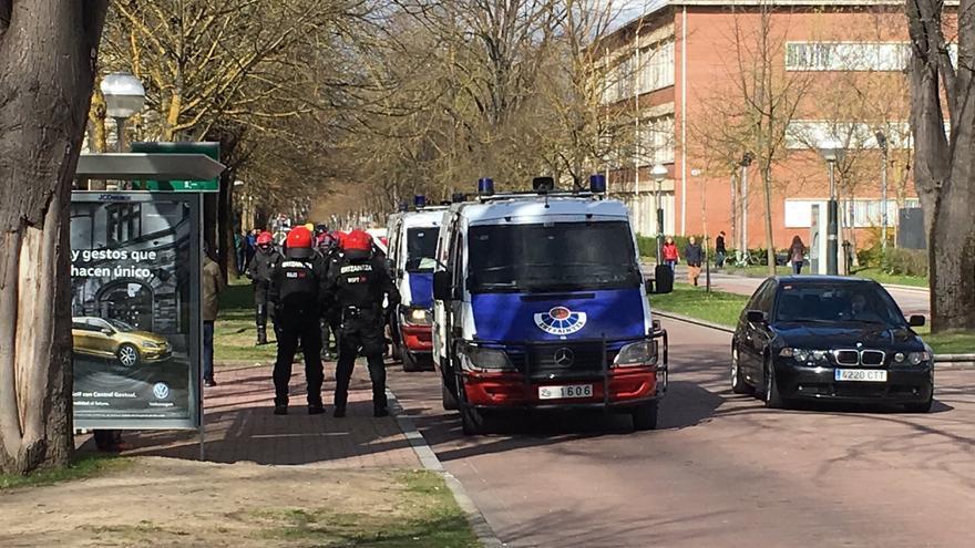 Gran presencia policial en el campus de Álava