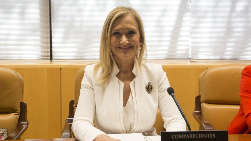 Cristina Cifuentes, antes de comenzar su comparecencia en la comisión de investigación de la Asamblea de Madrid