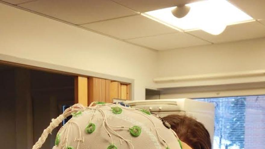 La investigadora canaria Iballa Burunat Pérez preparándose para una jornada de trabajo, en la universidad finlandesa de Jyväskylä.