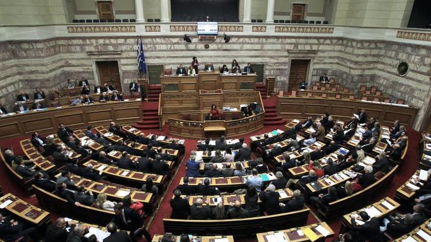 El Parlamento aprueba el último paquete de austeridad antes de la salida del rescate