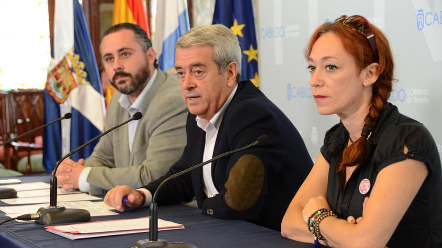 Aurelio Abreu (c) presentó el Consejo Insular de la Vivienda