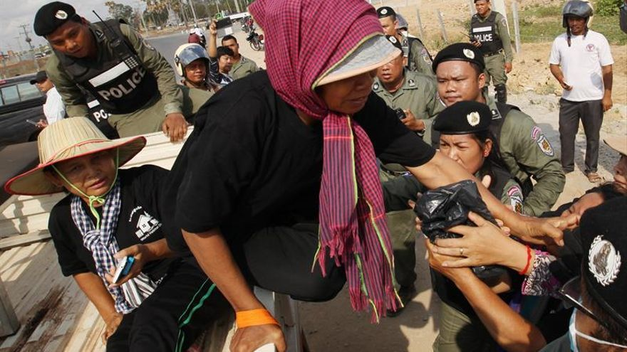 Ocho activistas detenidos en Camboya pese a las denuncias de CIJ y HRW