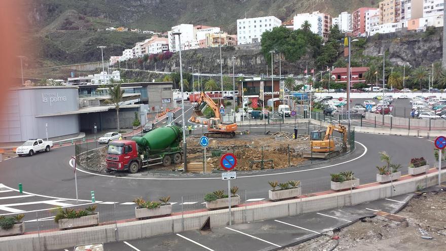 En la imagen, rotonda de la meseta del Puerto donde se llevan cabo obras en el marco del proyecto de ampliación de la zona de pre-embarque de vehículos.