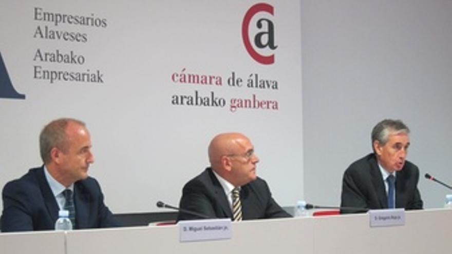 Sebastián, Rojo Y Jáuregui.