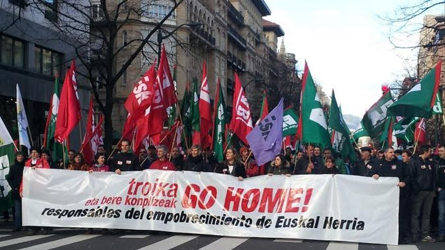 Cabecera de la manifestación contra el Foro Económico Global en Bilbao.