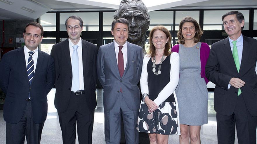 El rector Fernando Suárez, segundo por la izquierda