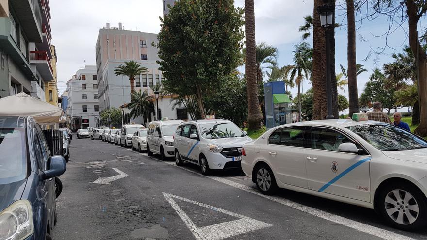 Parada de taxis en la Calle Álvarez de Abreu de Santa Cruz de La Palma.