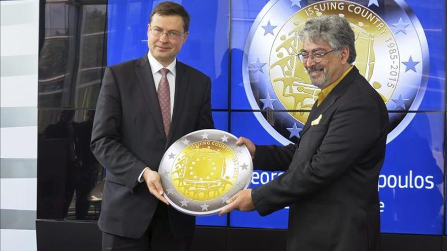 Una moneda diseñada por el Banco de Grecia gana en el aniversario de la bandera de la UE