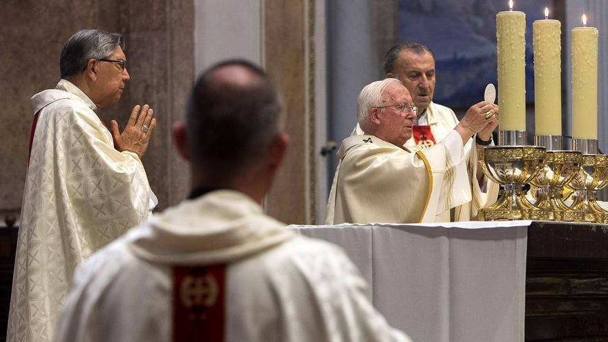 El cardenal Antonio Cañizares durante la misa en honor a la virgen con motivo del día de la Asunción