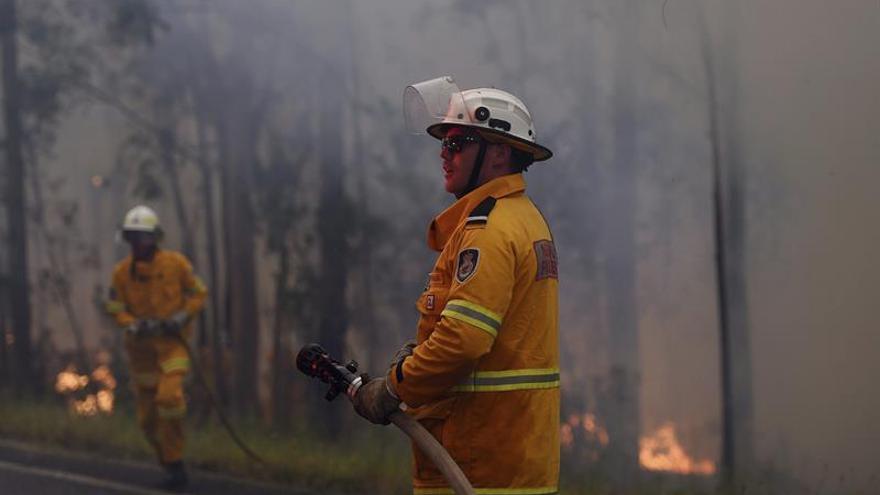 Al menos 30 viviendas arrasadas por los incendios en el este de Australia