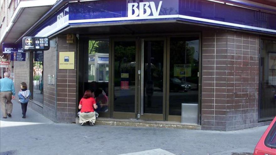 BBVA aplaza el cobro de comisión de dos euros a no clientes por uso cajeros
