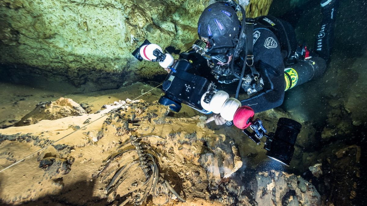 Arqueólogos subacuáticos en la Font de Ses Aigüades