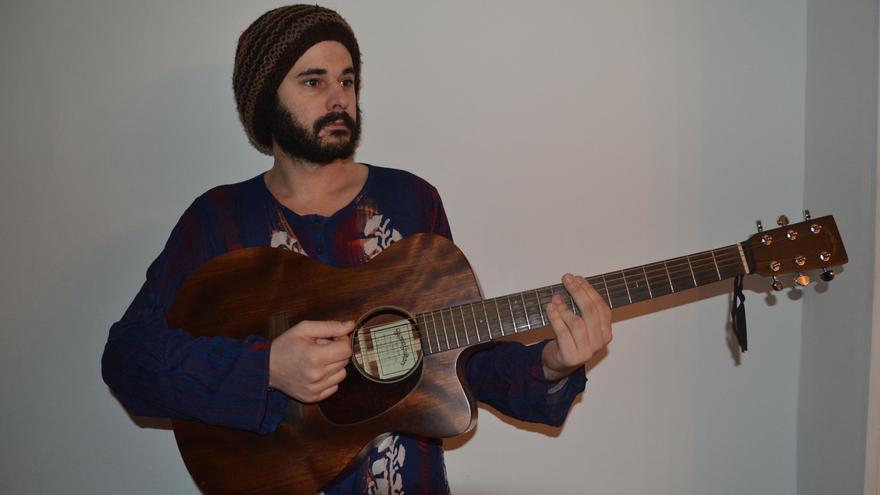 Marcus I, vocalista, músico y compositor santanderino.
