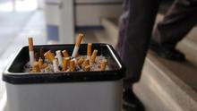 La Generalitat planteará a los bares y restaurantes la prohibición de fumar en las terrazas