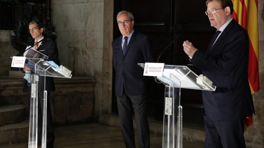 El president Ximo Puig junto con el director de investigación del IVIE, Francisco Pérez, y el director adjunto de investigación, Joaquín Maudos.