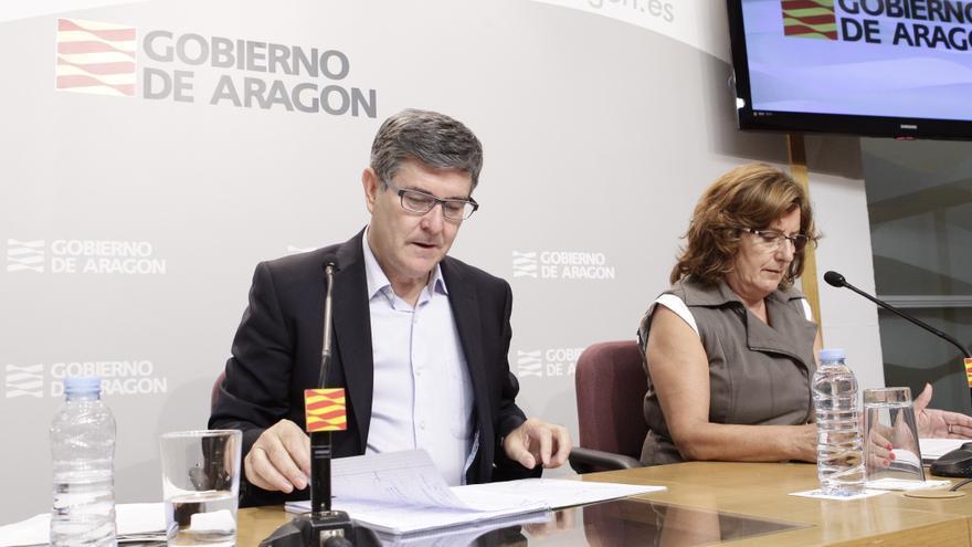 El consejero de Presidencia, Vicente Guillén, y la consejera de Derechos Sociales, Mariví Broto.