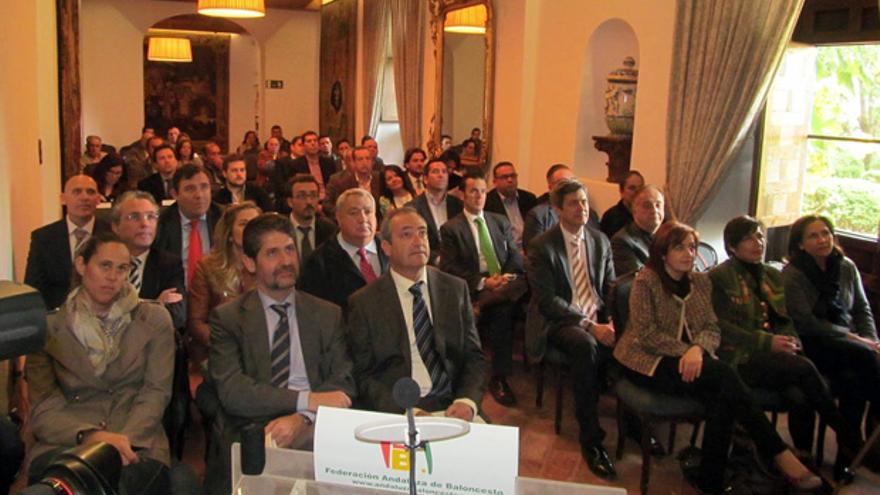 Asistentes al acto de presentación del Plan de Innovación Social. FOTO: FAB