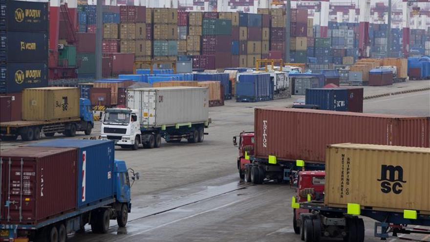 Las exportaciones ganan competitividad ante la UE, OCDE y eurozona en nueve meses