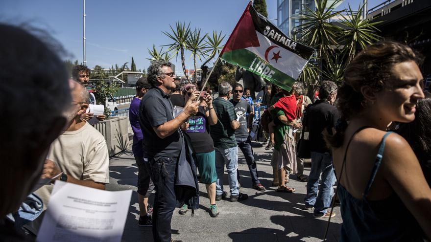 Concentración contra la deportación de saharauis en Barajas