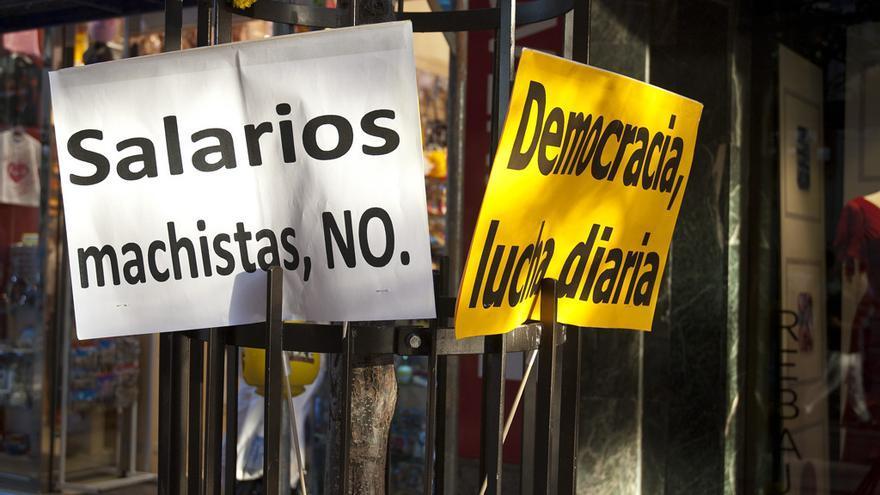 Salarios machistas, NO / Democracia, lucha diaria.