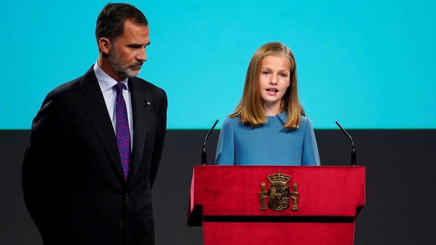 Leonor de Borbón, heredera al trono de España, con su padre, el rey Felipe VI