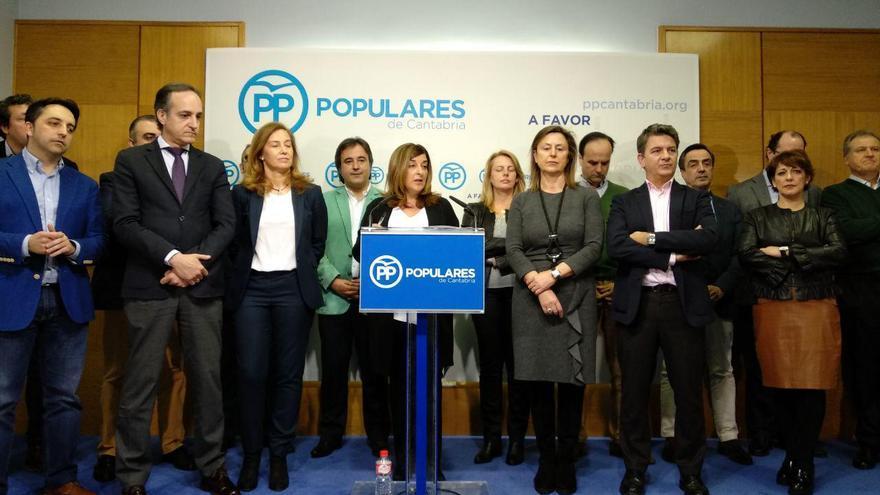 Buruaga junto a parte de su Ejecutiva en rueda de prensa | RUBÉN ALONSO