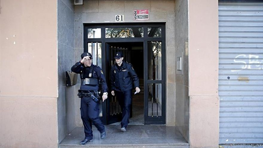 Un muerto y dos heridos en el incendio de una vivienda en Valencia