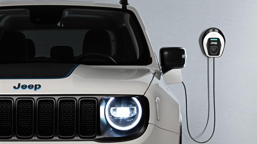 La marca Jeep regala el wallbox a los propietarios de un First Edition.