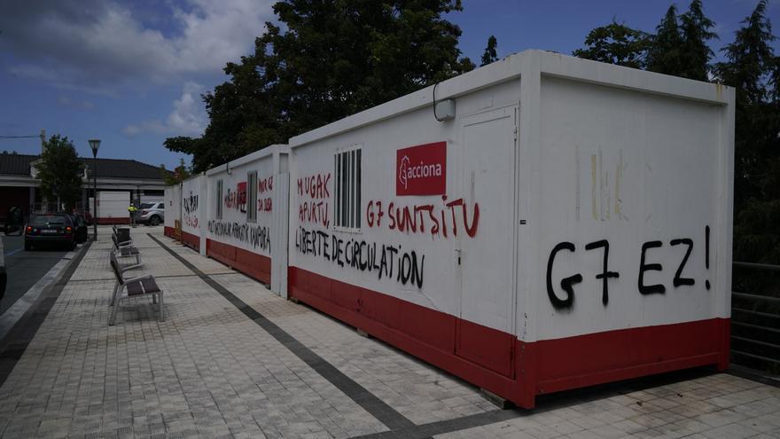 Pintadas contra el G7 y a favor de la libertad de circulación en la frontera con Francia