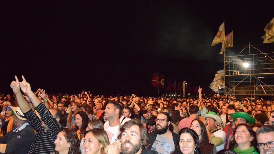 Público durante uno de los conciertos de este viernes en el Womad Fuerteventura | Iago Otero Paz